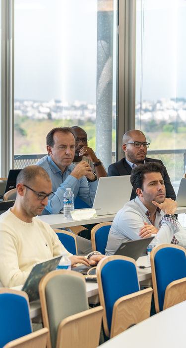 Photo des étudiants de l'Executive MBA en formation continue avec Dauphine Executive Education (Université Paris Dauphine-PSL)
